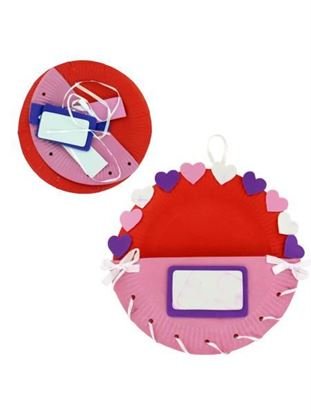 Picture of Paper Plate Valentine Holder Craft Kit (Available in a pack of 6)