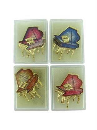 Picture of Piano fashion pin in gift box (Available in a pack of 24)